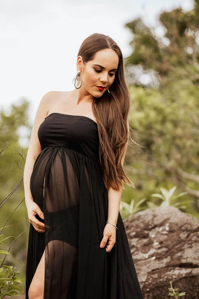 Sesión de fotos de embarazo en la naturaleza con Saida Jerónimo.