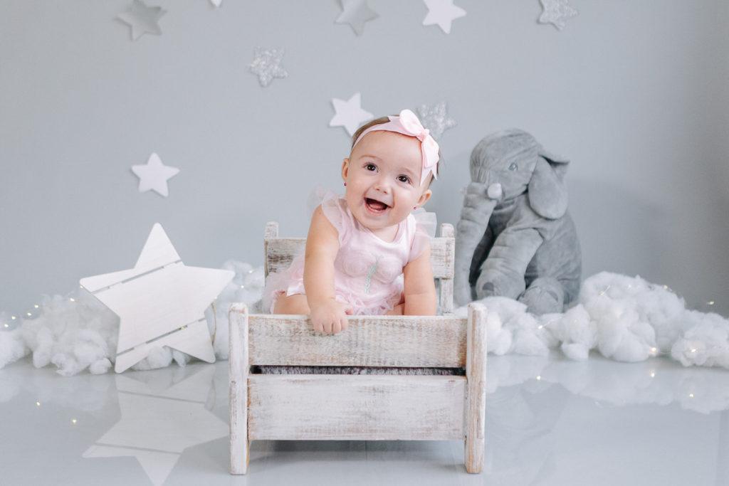 Bebé de 7 meses en el estudio de fotos