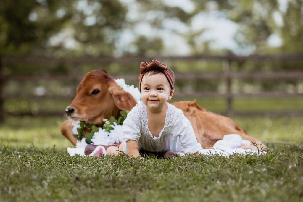 muñeca y una bebé vaquera